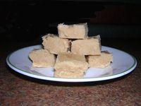 Baileys Fudge and other Liquor Fudge Recipes (christmas dessert shots) Candy Recipes, Baking Recipes, Great Recipes, Dessert Recipes, Favorite Recipes, Dessert Sauces, Baking Ideas, Fall Recipes, Baileys Fudge