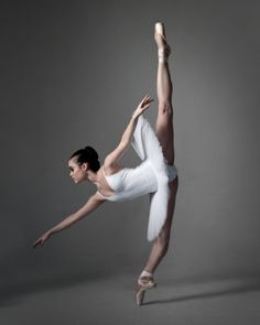 Dance. En pointe. Stunning in white.