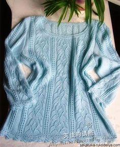 Нежно-голубой пуловер спицами