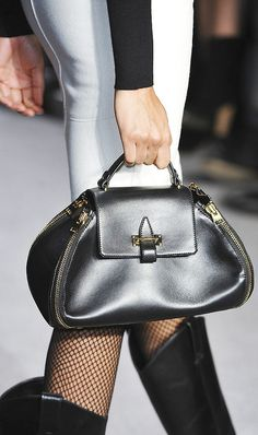 Photo of Tom Ford Fall 2014 Beautiful Handbags, Beautiful Bags, Fashion Bags, Fashion Accessories, Fashion 2015, London Fashion, How To Have Style, Fab Bag, Coach Purses