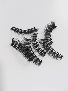 Cleaning your false lashes - A how to guide with step by step instructions. Beauty Advice, Beauty Stuff, All Things Beauty, Beauty Hacks, Makeup Inspo, Beauty Makeup, Eye Makeup, Hair Beauty, Hair Tricks