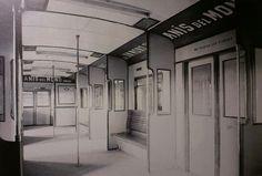 Una estupenda #fotografía antigua del interior de un coche de la serie 300 de la línea 1 de #Barcelona con #publicidad de #AnisdelMono