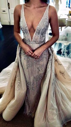 There is an intriguing new trend on the wedding gown scene – Wedding Dress With Detachable Skirt! Removable skirts are the hottest trend. 2nd Wedding Dresses, Short Wedding Gowns, Fairy Wedding Dress, Wedding Dress Train, Stunning Wedding Dresses, Luxury Wedding Dress, Bridal Gowns, Mermaid Wedding, Detachable Wedding Skirt