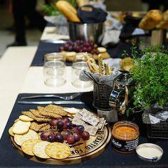 Viini ja ruoka-messuilla #viinijaruoka #makukitchen #tammertukku #keittiö  #kattaus #nelkytplusblogit #tablesetting #tableset #kitchenlife #kitchen