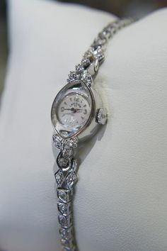 Lilah's watch, worn on left wrist - given to her by Bobby for her eighteenth birthday, the year she stays with him for her senior year of high school before heading off to Columbia in New York; it originally belonged to his wife, Karen Cute Jewelry, Unique Jewelry, Jewlery, Vintage Watches, Diamond Jewelry, Bag Accessories, Bracelet Watch, Vintage Ladies, Jewelry Making