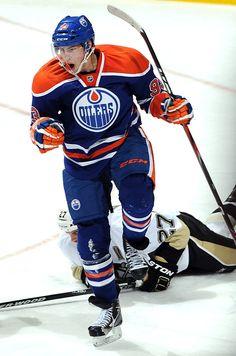 93 - Ryan Nugent-Hopkins Hot Hockey Players 19d9ef8cd