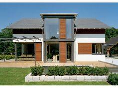 Vorbau modern mit viel Glas Frammelsberger R. Ingenieur-Holzbau GmbH   HausXXL #Blockhaus #modern #Satteldach