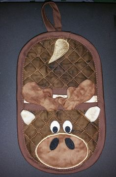 one handed oven mitt quilted with applique detailed in the hoop, Make two and give as gifts, can be completed in under an hour. Full photo tutorials and multi format zip files included 6x10 hoop required to complete the back of the mitt and front 5x7 hoop for antlers. 4 hoops