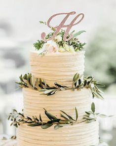 Savory magic cake with roasted peppers and tandoori - Clean Eating Snacks Wedding Cake Roses, Wedding Cakes, Wedding Cake Tables, Wedding Table Toppers, Foto Pastel, Monogram Cake Toppers, Glitter Cake, Glitter Uggs, Gold Glitter
