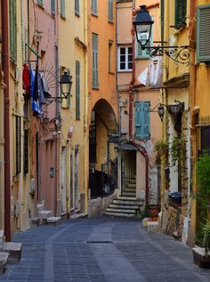 Une vieille ville, une rue - Menton (Alpes-Maritimes), France Nice France, South Of France, Places To Travel, Places To See, Places Around The World, Around The Worlds, Ansel Adams, Saint Martin Vesubie, Cagnes Sur Mer