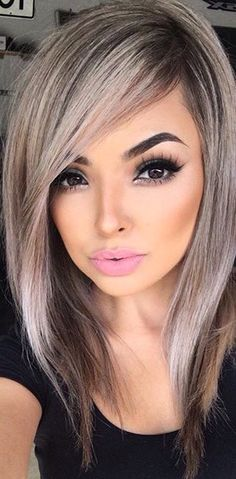 There are a ton of cute haircuts for heart shaped faces to choose from. Girls with heart shaped faces are truly blessed. Check out these popular looks. Natural Hair Styles, Short Hair Styles, Haircut And Color, Silver Hair, Hair Highlights, Gorgeous Hair, Balayage Hair, Pretty Hairstyles, Hair Hacks