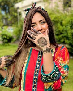 Modern Mehndi Designs, Bridal Mehndi Designs, Mehandi Designs, Stylish Girl Images, Stylish Girl Pic, Cute Girl Poses, Cute Girls, Cute Girl Image, Girl Hand Pic
