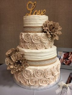 Cups of Cake - Burlap wedding cake Country Wedding Decorations, Wedding Cake Rustic, Wedding Shower Cakes, Wedding Cakes, Blue Silver Weddings, Cupcake Cakes, Cupcakes, Wedding Foods, Bolo Fake