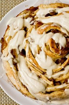 Giant Caramel Apple Cinnamon Bun with Cream Cheese Glaze and what to make for a fewstive holiday brunch! I want to make this cake, but it's legitimately 900 calories/serving with 8 servings. Sweet Desserts, Just Desserts, Delicious Desserts, Yummy Food, Tasty, Apple Recipes, Baking Recipes, Cinnamon Roll Apple Pie, Cinnamon Rolls