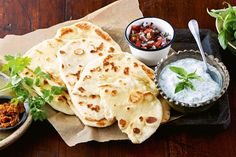 Garlic naan - Naan is great served with Indian curries and lots of condiments. Indian Fish Recipes, Asian Recipes, Ethnic Recipes, Indian Foods, Healthy Recipes, Diabetic Pie Recipe, Popular Indian Food, Garlic Naan, Naan Recipe