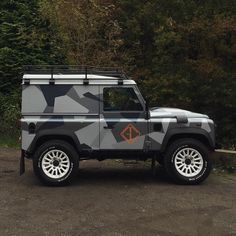 // P I S T E b e g i n n i n g s _/ @guerillacast defender 90 with its winter wrap cred