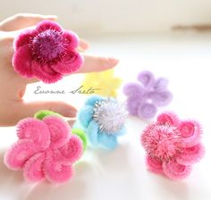 from the heart: Pipe Cleaner Daisy Rings Tutorial & DIY: I [heart] Sweets cell phone cover Pipe Cleaner Projects, Pipe Cleaner Art, Pipe Cleaner Animals, Pipe Cleaners, Fun Crafts, Diy And Crafts, Crafts For Kids, Arts And Crafts, Projects For Kids