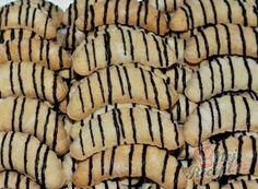 Nejlepší recepty na Vánoční cukroví   NejRecept.cz Hungarian Cake, Christmas Baking, Yummy Treats, Cake Recipes, Brunch, Food And Drink, Low Carb, Banana, Tasty