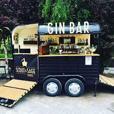 Gin bar pop up food truck Coffee Carts, Coffee Truck, Mobile Bar, Mobile Food Cart, Mobile Food Trucks, Kombi Food Truck, Foodtrucks Ideas, Horse Box Conversion, Bar Deco