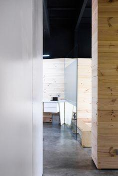 Chiralt Arquitectos I Materiales vistos en oficina moderna.