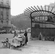 vintage everyday: Amazing Vintage Photographs of Paris Through Roger-Viollet's Lens Paris Images, Paris Pictures, Paris Photos, Old Pictures, Old Photos, Amazing Pictures, Vintage Pictures, Best Vacation Destinations, Best Vacations