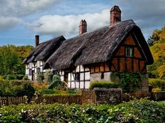 It looks like a cottage growing a fur coat. - It looks like a cottage growing a fur coat. Storybook Homes, Storybook Cottage, English Country Cottages, English Countryside, Cute Cottage, Cottage Style, Cottage Design, Cottages England, Fairytale Cottage