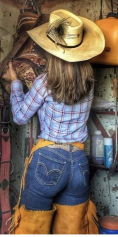 Cowgirl in plaid shirt & blue Jean pants Country Girl Outfits, Sexy Cowgirl Outfits, Hot Country Girls, Country Girl Style, Country Women, Country Fashion, Chic Outfits, Cowgirl Jeans, Sexy Jeans