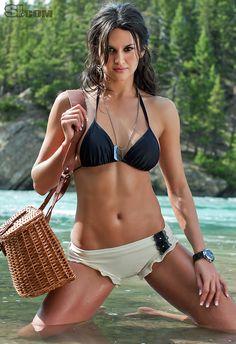 Leryn Franco takes a dip!