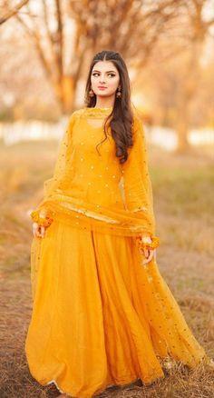 Pakistani Fashion Casual, Pakistani Dresses Casual, Indian Fashion Dresses, Pakistani Dress Design, Girls Fashion Clothes, Pakistani Bridal, Indian Bridal, Party Wear Maxi Dresses, Designer Party Wear Dresses