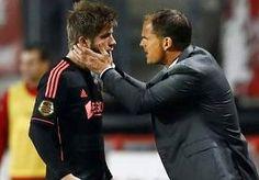 20-Oct-2013 10:54 - TEVREDEN DE BOER LOOFT TALENTEN. Ajax-trainer Frank de Boer was na het duel bij FC Twente (1-1) vol lof over het spel van Daley Blind, die in plaats van linksachter ineens...