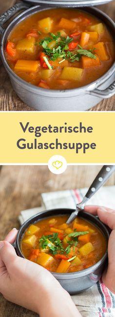 Keine Lust auf Fleisch, aber Heißhunger auf Gulaschsuppe? Kein Problem - die vegetarische Variante mit Kartoffel satt wartet schon auf dich.
