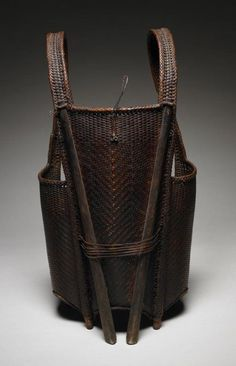 Hunter's backpack basket from the Gie Trieng people of Laos Split and woven rattan century Rattan, Wicker, Willow Weaving, Basket Weaving, Weaving Art, Hand Weaving, Asian Baskets, Japanese Bamboo, Bamboo Basket