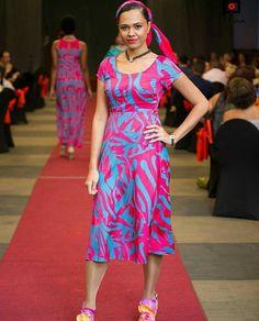 Fiji design Island Wear, Island Outfit, Shift Dress Pattern, Dress Patterns, Samoan Dress, Island Style Clothing, Face Tightening, Latest Dress Design, Pua