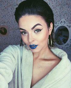 Trá batom azul da @maquiagemnatura