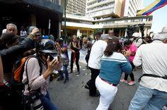 Impiden ingreso a Venezuela de corresponsales que cubrirían marcha opositora