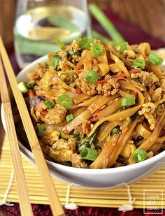 Noodle Bowls (Video) - Iowa Girl Eats Potsticker Noodles Bowls are a gluten-free take-out fake-out recipe that tastes just like potstickers! Prep and cook in under 30 minutes. Gumbo, Pork Pasta, Gluten Free Recipes, Healthy Recipes, Savoury Recipes, Beef And Noodles, Asian Noodles, Rice Noodles, Zucchini Noodles