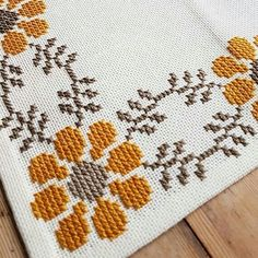 If you looking for a great border for either your crochet or knitting project, check this interesting pattern out. Cross Stitch Geometric, Cross Stitch Borders, Cross Stitch Flowers, Counted Cross Stitch Patterns, Cross Stitch Designs, Cross Stitching, Hand Embroidery Videos, Hand Embroidery Patterns, Crochet Patterns