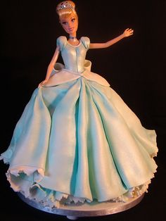 best doll cake ever! Bolo Barbie, Barbie Cake, Fancy Cakes, Cute Cakes, Dolly Varden Cake, Cinderella Doll, Cinderella Cakes, Dress Cake, Character Cakes