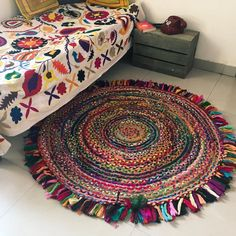 party or home decor with beautiful fabric decor. Fabric craft tutorial no-sew project for yo Braided Rag Rugs, Round Braided Rugs, Rag Rug Diy, Mandala Rug, Meditation Mat, Deco Boheme, Round Rugs, Recycled Fabric, Rug Making