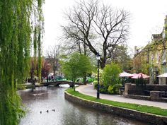 11 Beautiful Cotswolds Villages You Need To See - To Europe And Beyond Beautiful Places To Visit, Cool Places To Visit, Places To Travel, Places To Go, Bourton On The Water, Places In Scotland, Uk Destinations, Day Trips From London, English Village