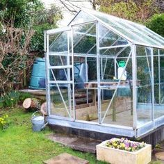 20 Winter Vegetable Garden Projects for January and February - Winter Vegetable Garden Tasks: projects for January and February - Cheap Greenhouse, Greenhouse Interiors, Indoor Greenhouse, Greenhouse Ideas, Pallet Greenhouse, Indoor Garden, Allotment Gardening, Pallet Gardening, Pergola