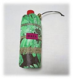 ヴィンテージの生地を使用し、すべて一点限りのハンドメイド作品です。ペットボトルケースはもちろん、折りたた傘入れや、哺乳瓶ケースとして、オールシーズン使えます。...|ハンドメイド、手作り、手仕事品の通販・販売・購入ならCreema。