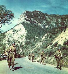 Truppe americane in marcia verso Bologna, aprile 1945