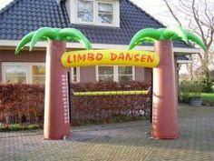 Limbo dansen is supergezellig, hilarisch en natuurlijk gezond! Deze opblaasbare variant is makkelijk te plaatsen op jouw evenement! #Partyspecialist