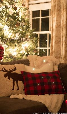 Can't you just picture yourself snuggled up on this cozy couch with the dreamy fairy lights of the Christmas tree and a fluffy blanket by your side? Make this festive dream a reality by checking out this rustic woodland home decor inspiration for your space.