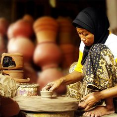 Meet the artisan who creates the unique earthenware products with handmade skills in lively Kasongan Village #WonderfulIndonesia   http://www.indonesia.travel/en/post/5-handicraft-shopping-spots-in-yogyakarta