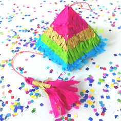 How to make Cute, mini pinatas to fill with goodies. * I won't be tricked into signing up for anything, though, and the pattern seems easy enough!