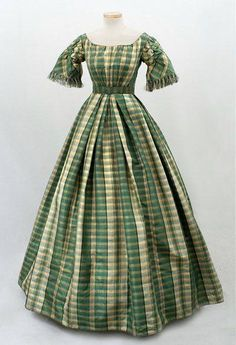 1863 extant summer gown w/ short sleeves, pretty green
