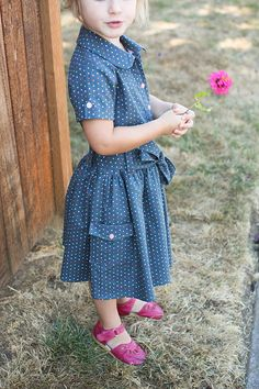 Jump Rope Dress (Oliver + S)- love the simplicity and seems a bit lengthened Little Girl Outfits, Cute Outfits For Kids, Toddler Outfits, School Dresses, Girls Dresses, Baby Dresses, Sewing Blogs, Sewing Ideas, Sewing Crafts