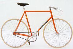 Fixed Gear (Eddy Merckx frame) Velo Vintage, Vintage Bicycles, Road Bikes, Cycling Bikes, Road Cycling, Retro Bicycle, Retro Bikes, Bicycle Art, Fixed Gear Bicycle